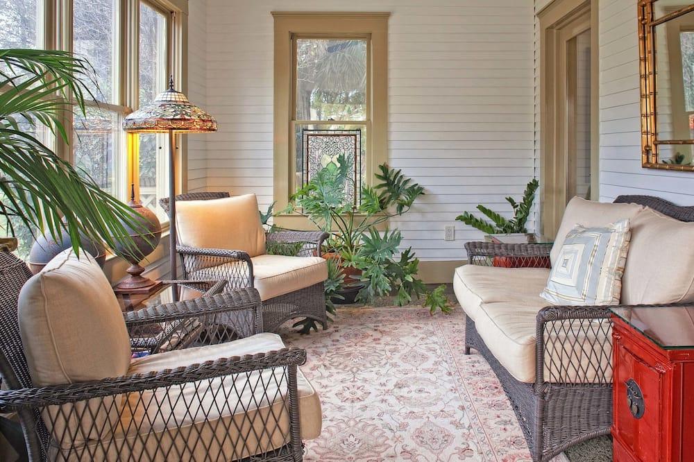 Premium Süit, 2 Yatak Odası, 2 Banyolu, Bahçeli (Remington) - Oturma Alanı
