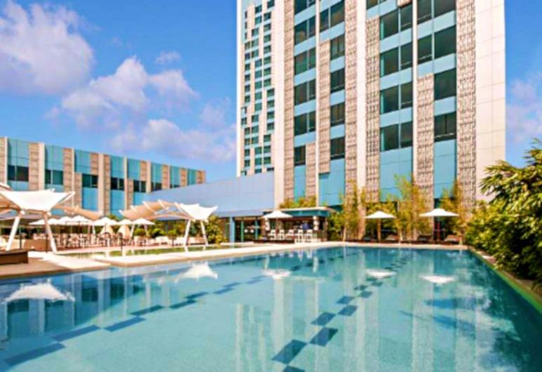 Crimson Hotel Filinvest City Manila, Muntinlupa, Pool