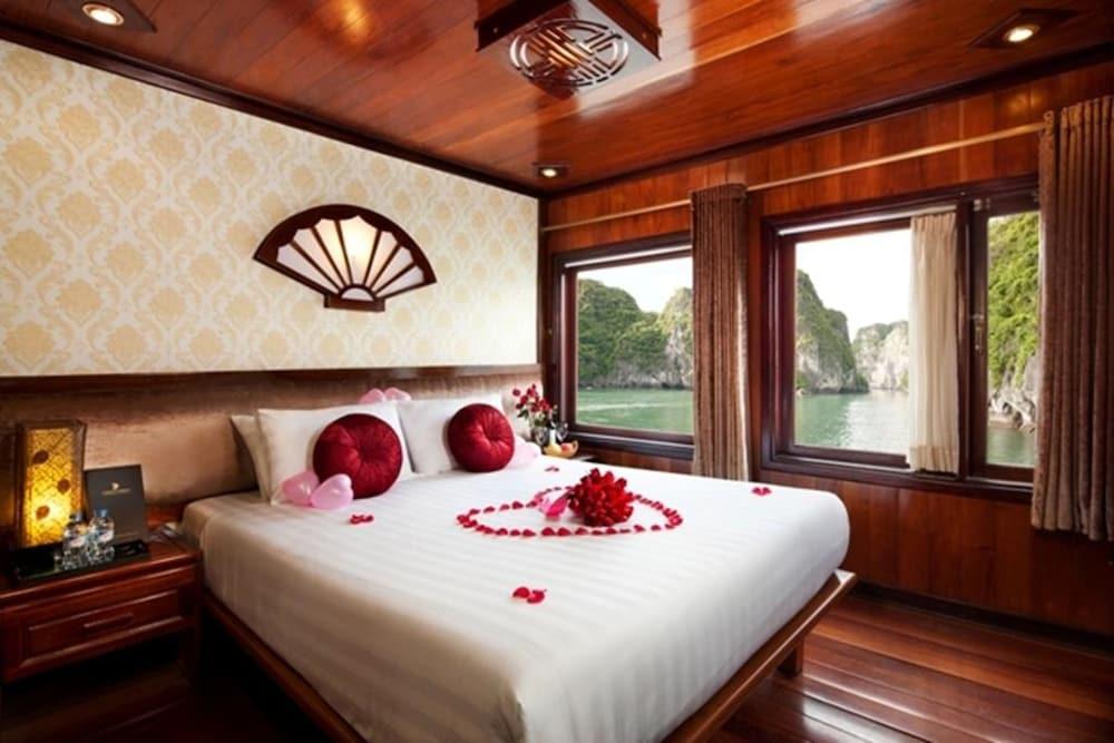 Galaxy Classic Cruise, Halong