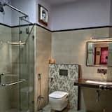 Habitación Deluxe, 1 cama doble (AC) - Cuarto de baño