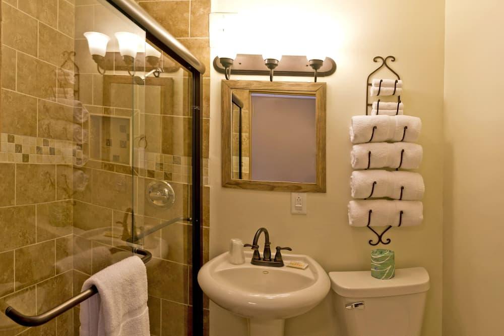 Standard room with one queen bed - Bathroom