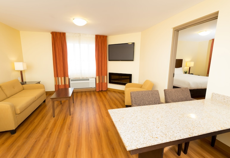 Quality Inn & Suites, Winkler, Suite, 1 King Bed, Non Smoking, Guest Room