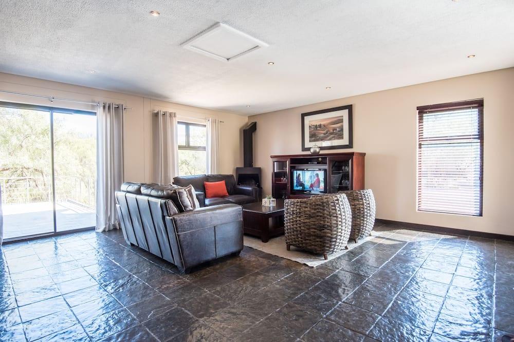 Luxury House, 3 Bedrooms, 2 Bathrooms, Garden Area - Living Area