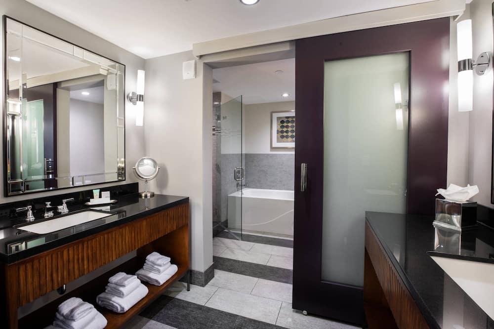 Suite u centru, 1 spavaća soba, za nepušače, pogled na grad - Kupaonica