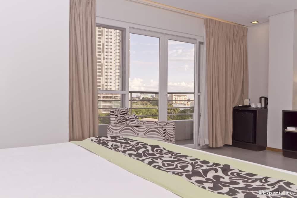 Deluxe Room (Plus) - Living Area