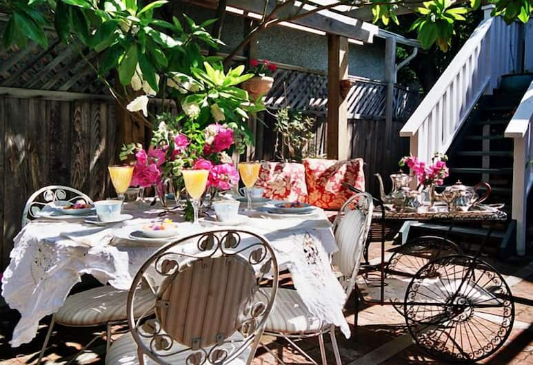 Trutch Manor, Victoria, Taras/patio