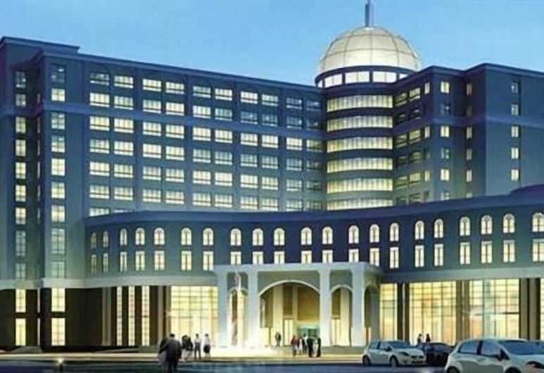 Weifang Hotel, Weifang, Hotel Front – Evening/Night