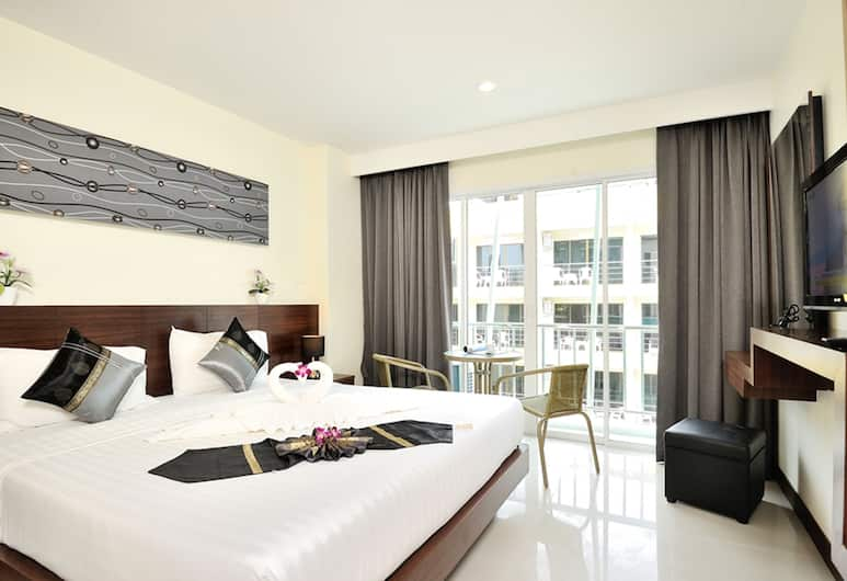 Pimrada Hotel, פטונג, חדר דה-לוקס זוגי, מיטת קינג, מרפסת, נוף להר, חדר אורחים