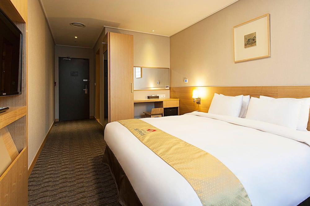 Standard Queen Room (Night Tour PKG: Boarding Deadline 3pm) - Living Area