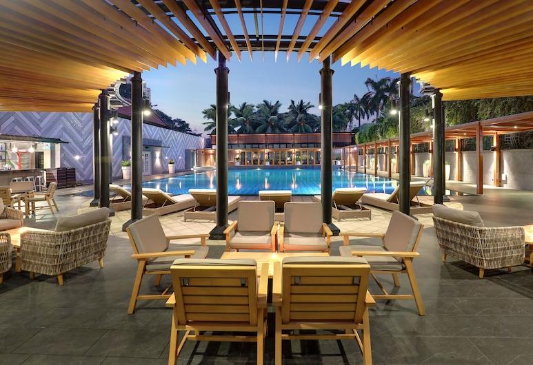 Century Park Hotel, Djakarta, Bar vid poolen