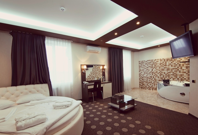 Ambassador Plaza Hotel, Kyiv, Suite, Jetted Tub, Guest Room