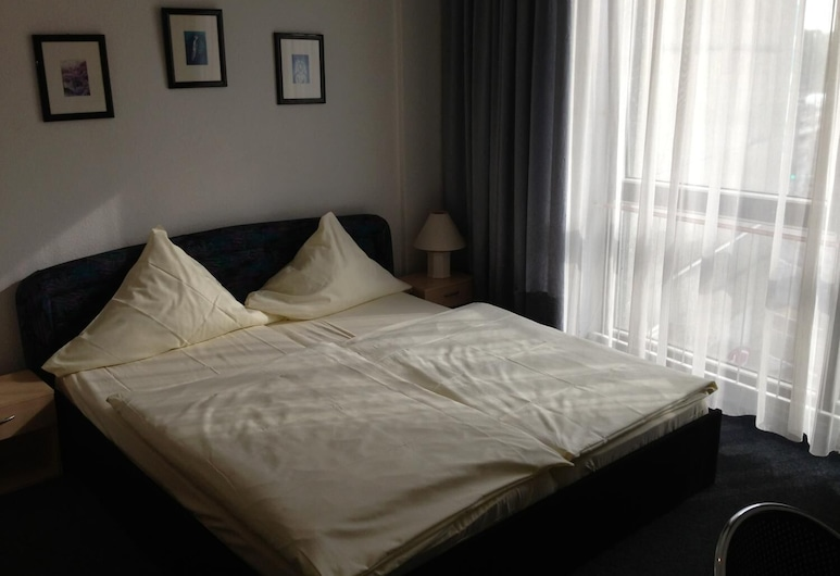 Hotel Schwarzer Bär, Hannover, Triple Room, Guest Room