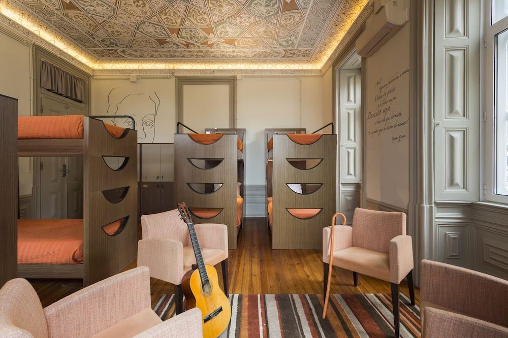 1 bed in een gemengde slaapzaal met gemeenschappelijke badkamer in a 8 people Dormitory - Badkamer