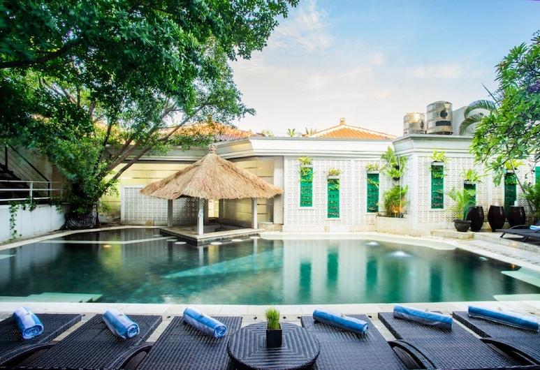 馬哈拉尼海灘酒店, 庫塔, 室外泳池
