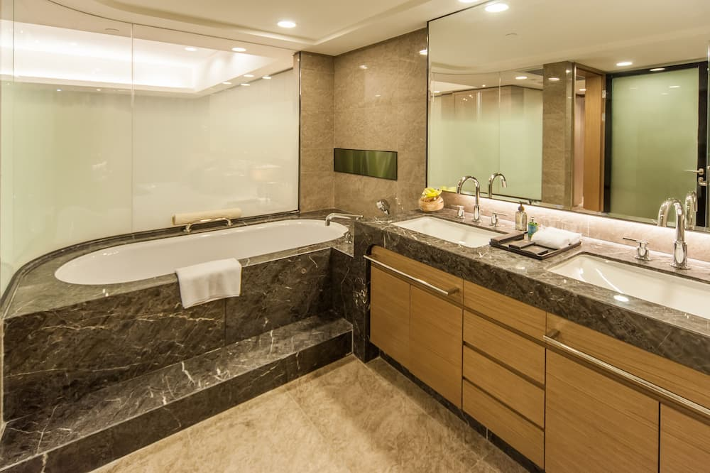 Aukščiausios klasės apartamentai, 1 miegamasis, virtuvė, vaizdas į miestą - Vonios kambarys