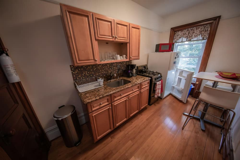 ห้องพักสำหรับสี่ท่าน, ห้องน้ำรวม (Morgan (1)) - สิ่งอำนวยความสะดวกในครัวส่วนกลาง