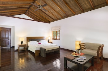 Picture of Palm Beach Resort & Spa in Madhiriguraidhoo Island