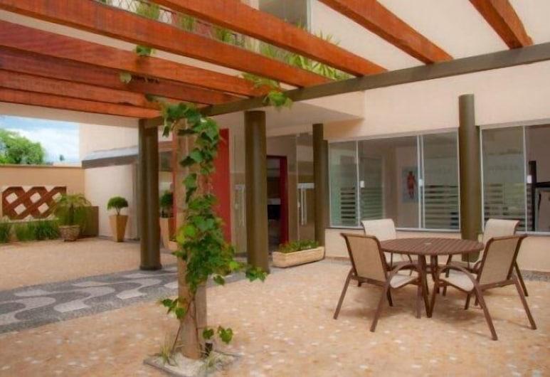 Hotel Premium Pirassununga, Pirassununga, Teres/Laman Dalam