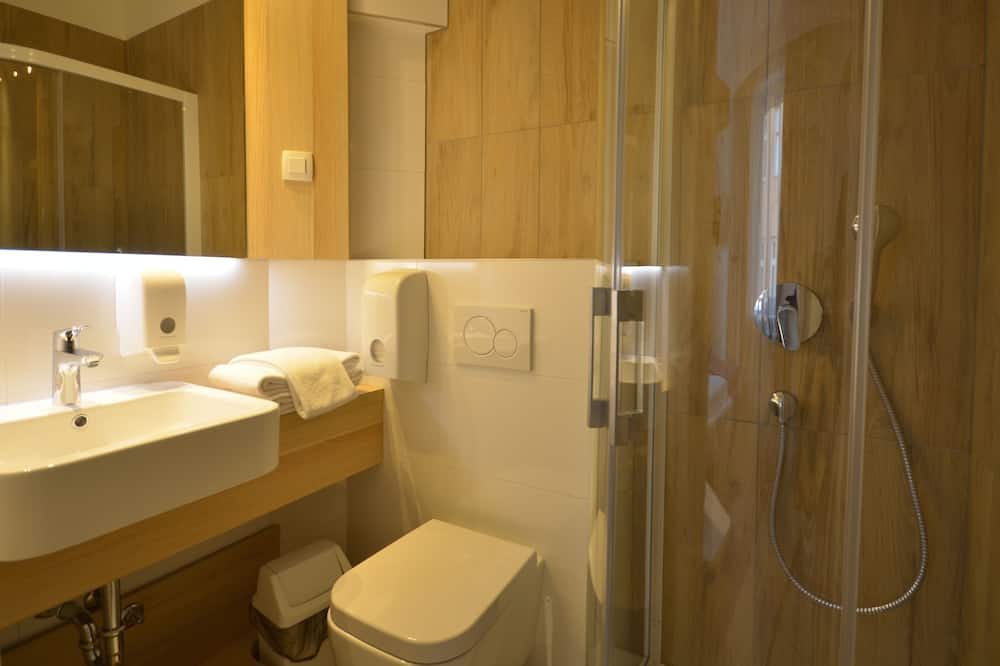 Quarto Clássico com Cama de Casal, Casa de Banho Privativa - Casa de banho
