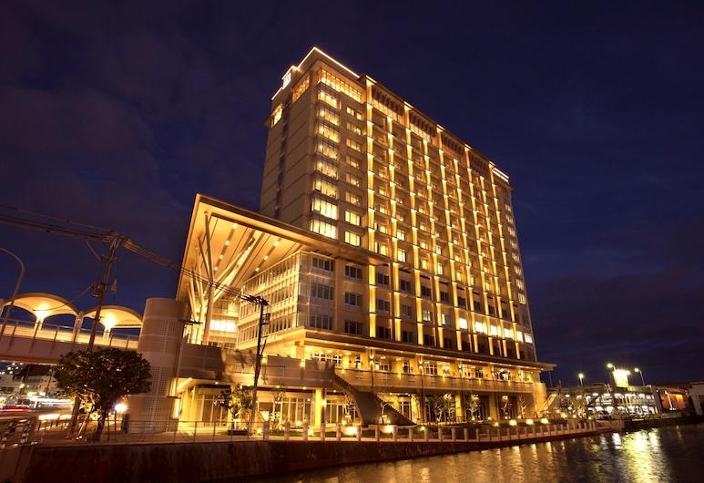 리가 로얄 그랑 오키나와, 나하, 호텔 정면 - 저녁/밤