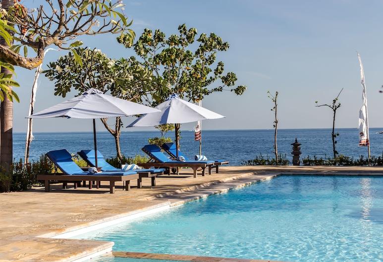 阿迪阿斯里海灘溫泉渡假村, 佩母得蘭, 游泳池