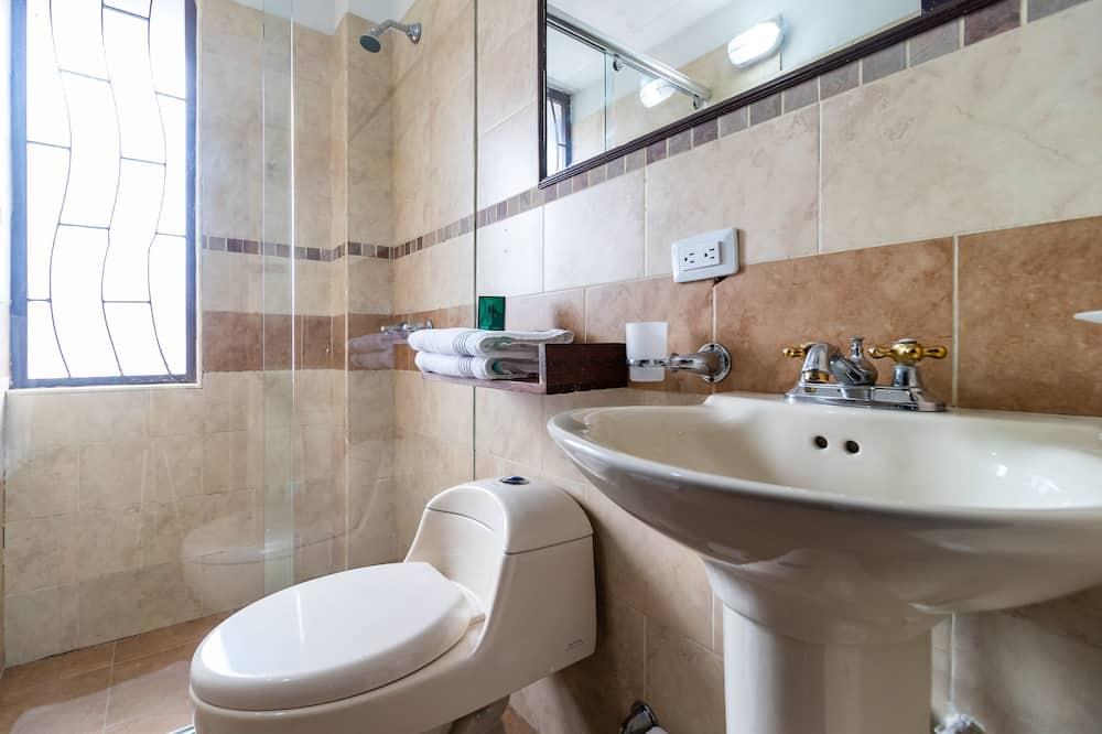 Standard Dört Kişilik Oda - Banyo
