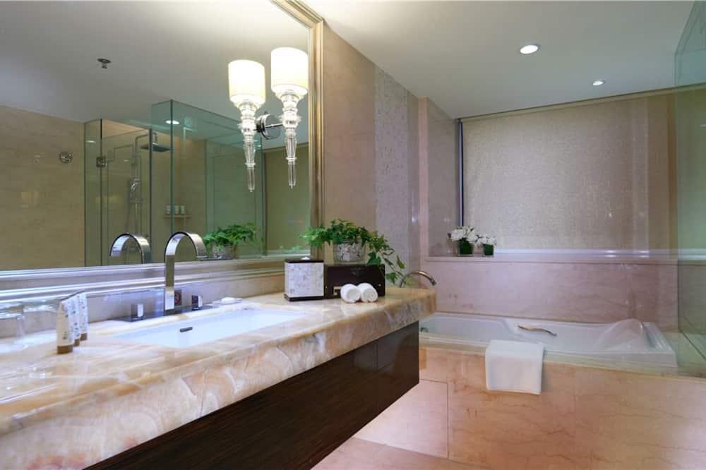 Executive King - Bathroom