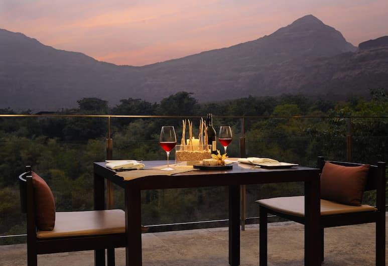 Hilton Shillim Estate Retreat & Spa, Wadgaon, Outdoor Dining