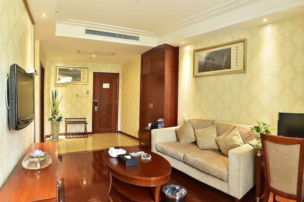 Suite (Extreme Sassy  Double) - Living Area