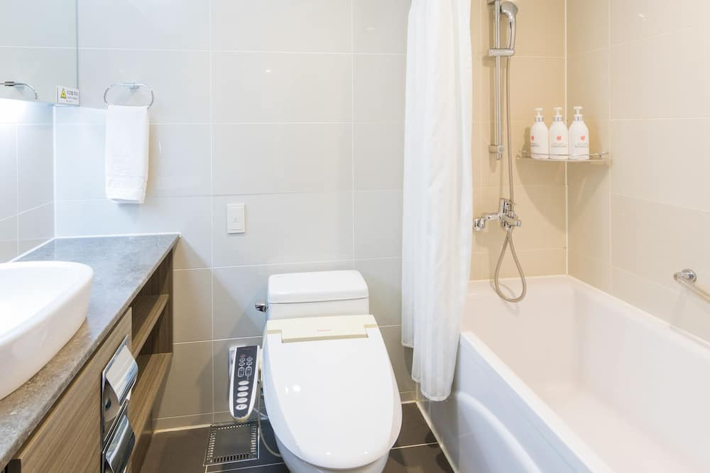 Standard Twin Room, Bathtub - Bathroom