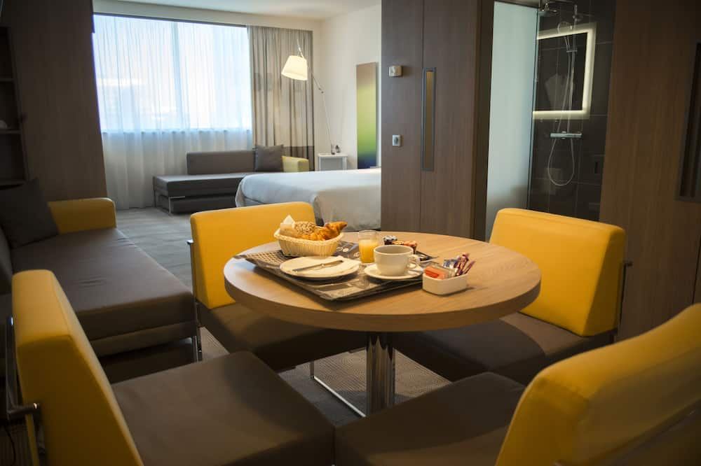 Номер із покращеним обслуговуванням, 1 двоспальне ліжко та розкладний диван - Житлова площа