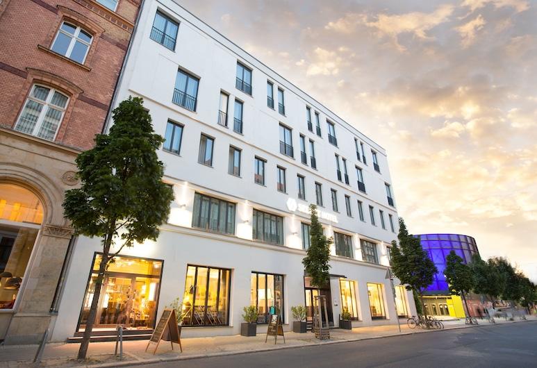 Select Hotel Berlin The Wall, Berlin, Hotelfassade am Abend/bei Nacht