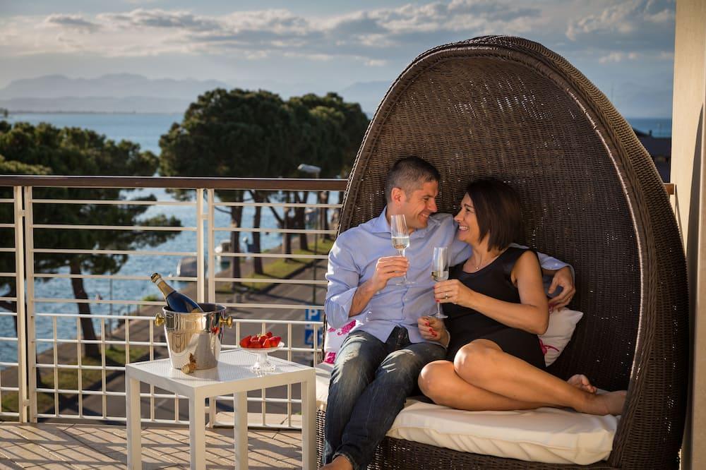 Улучшенный двухместный номер с 1 двуспальной кроватью, терраса, вид на озеро - Балкон