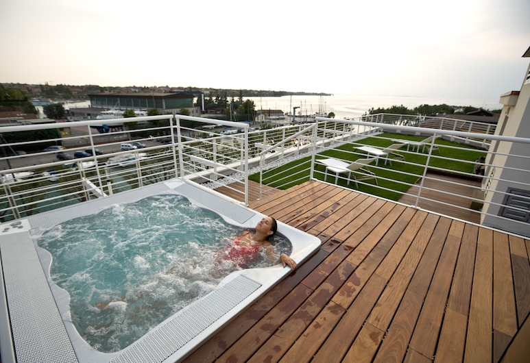 阿克多尔斯酒店, 佩斯基耶拉 , 屋顶游泳池