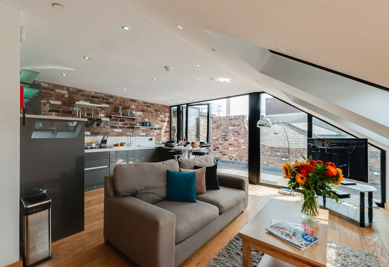 Base Serviced Apartments - Sir Thomas Street, Liverpool, Penthouse, 2 Bedrooms (Sleeps 6, with Sofa Bed), Living Area