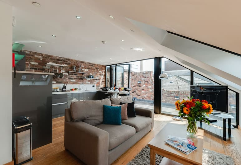 Base Serviced Apartments - Sir Thomas Street, Liverpool, Penthouse, 2 slaapkamers (Sleeps 6, with Sofa Bed), Woonruimte
