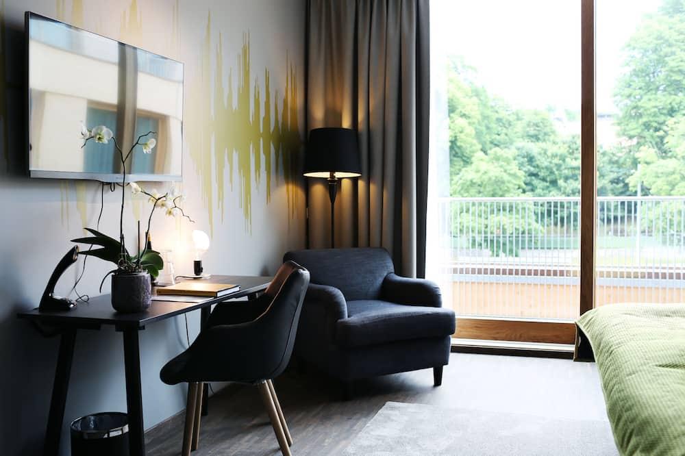 Standard Queen - Living Area
