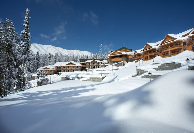 The Khyber Himalayan Resort & Spa, Gulmarg, Property Grounds
