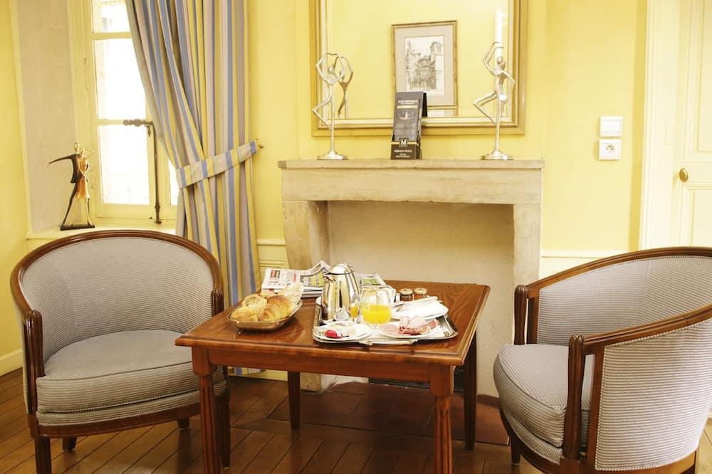 Superior Suite (Haussonville) - Living Area