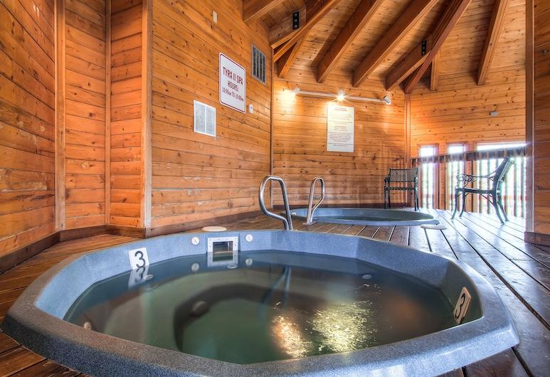 Tyra Lookout Condominiums by Ski Country Resorts, Breckenridge, Indoor Spa Tub