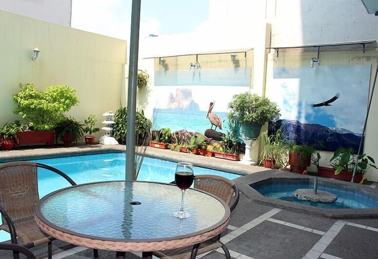 호스탈 페를라 레알 인, 과야킬, 야외 수영장
