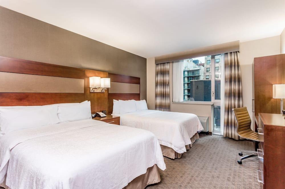 Chambre, 2 lits doubles, accessible aux personnes à mobilité réduite, vue ville (Roll-In Show) - Chambre