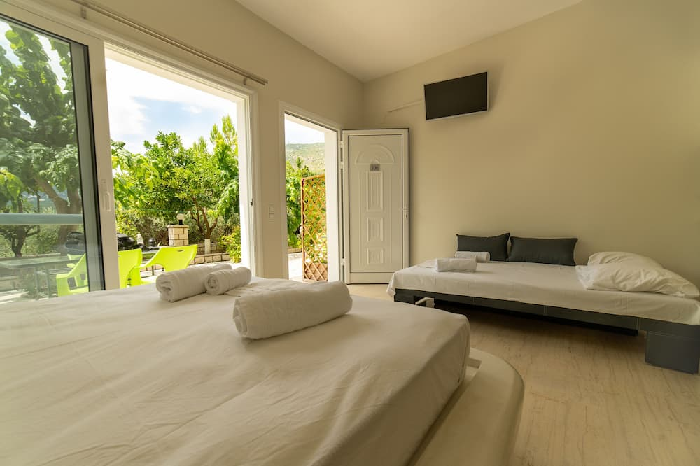 Deluxe Studio, 1 Queen Bed with Sofa bed - View from room