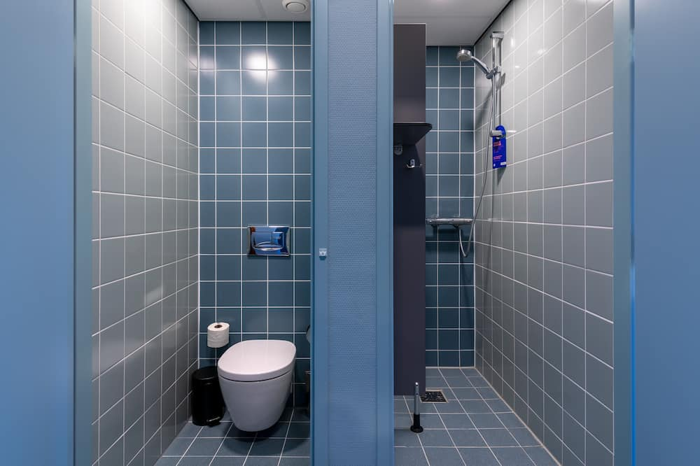 Kambarys (2 viengulės lovos) su pagrindiniais patogumais, atskiras vonios kambarys (Bunk beds) - Vonios kambarys