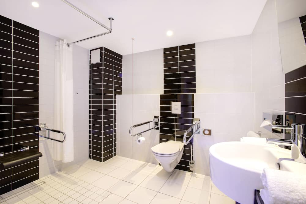 Standard Room, 1 Double Bed, Accessible (1 BD, Mobility Tub) - Bathroom