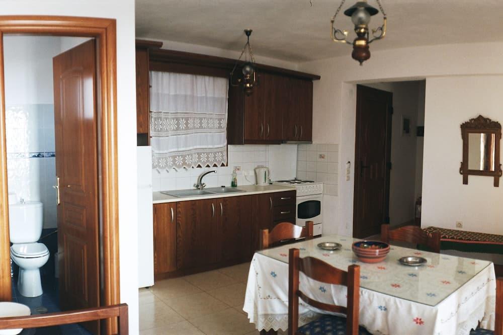 Standard Duplex - In-Room Dining