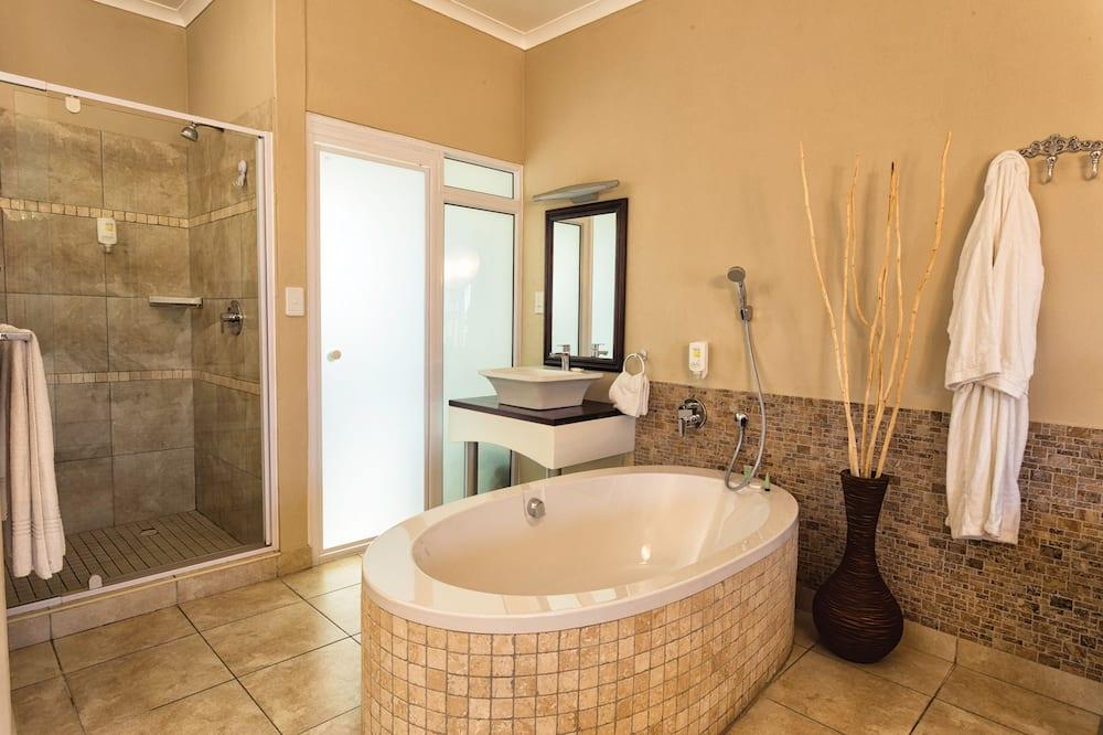 Luxusný apartmán, čiastočný výhľad na oceán - Kúpeľňa
