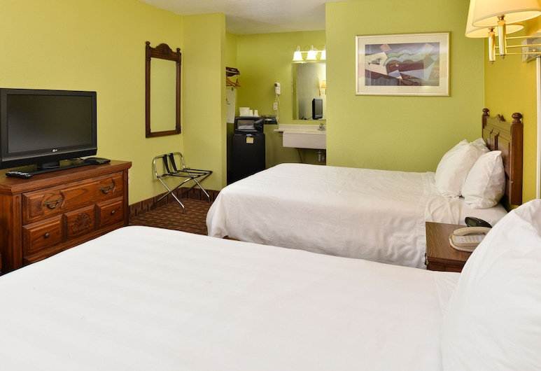 American Inn Princeton, Princeton, Standard Room, 2 Double Beds, Smoking, Refrigerator & Microwave, Guest Room