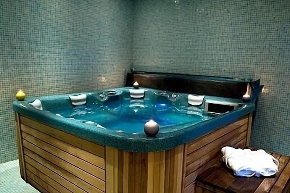 Εσωτερική μπανιέρα υδρομασάζ