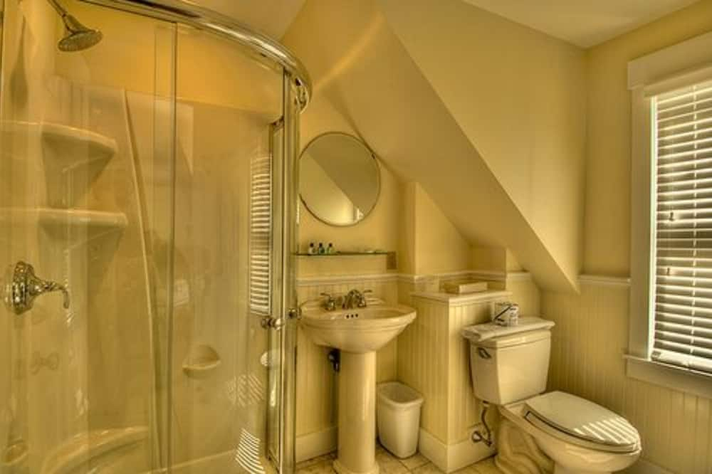 26-4 Two Bedroom Suite. pvt, fireplace - Bathroom
